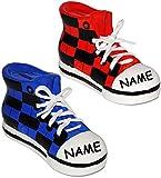 2 Stück _ Sparschweine - ' Schuhe Sneaker / Sportschuh ' - incl. Name - mit echten Schnürsenkel ! - stabile Sparbüchse aus Porzellan / Keramik - 3-D Effekt - für Kinder & Erwachsene / Jungen Mädchen - Sport / Sportschuhe - Geldgeschenk / Kinderspardose - Spardose - lustig witzig - Shopping Schuh - Schuhkauf / Einkaufen