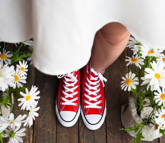 Sneaker zum Kleid